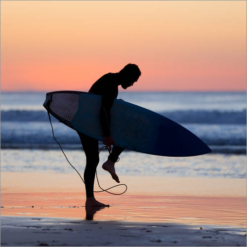 Wall sticker Silhouette of male surfer on the beach