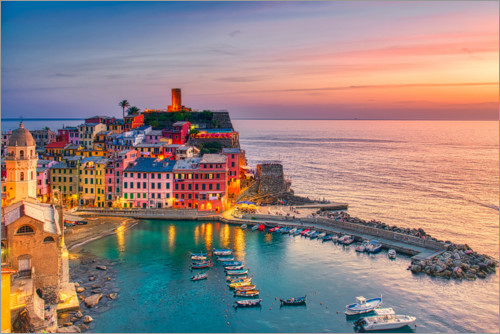 Premium poster Vernazza in the sunset