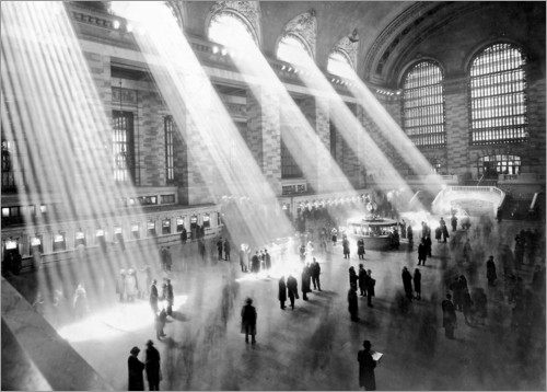 Premium poster Sunbeams into Grand Central Station