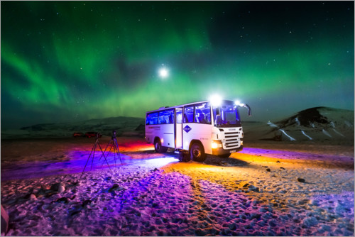 Premium poster Northern light over a bus