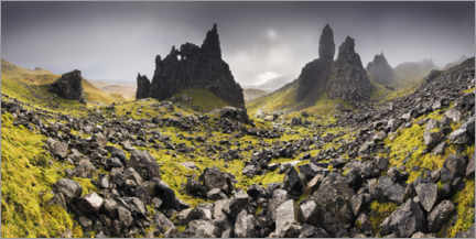 Premium poster  The Old Man of Storr under dark clouds - The Wandering Soul