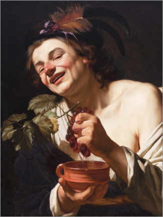 Premium poster Young man smiling while squeezing grapes
