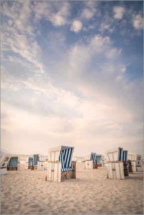 Premium poster  Blue and white - beach chairs and sky on Sylt - Christian Müringer