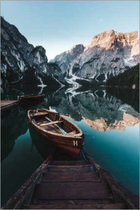 Premium poster  Braies lake with boat in the Dolomites - Road To Aloha