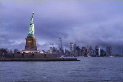 Premium poster  Statue of Liberty in front of the Manhattan skyline - Jan Christopher Becke