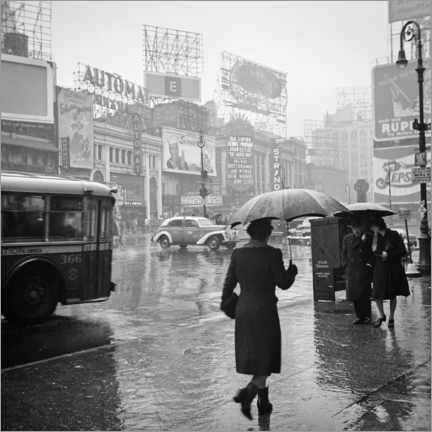 Premium poster Times Square on a rainy day in 1944
