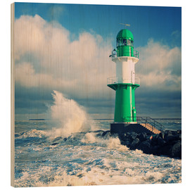 Wood print  Green lighthouse in the surf II - Thomas Deter