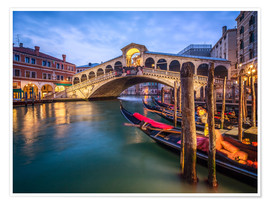 Premium poster Rialto Bridge in Venice Italy at night