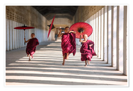 Premium poster  Young monks running - Matteo Colombo