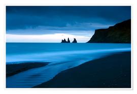 Premium poster  Twilight view towards rock stacks at Reynisdrangar off the coast at Vik, South Iceland, Iceland, Pol - Lee Frost