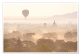 Poster  Balloon above the Bagan temples - Lee Frost