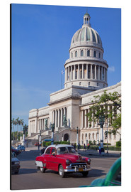 Aluminium print  Traditonal old American cars passing the Capitolio building, Havana, Cuba - Martin Child