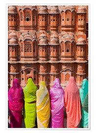 Premium poster  Women in front of the Hawa Mahal - Gavin Hellier