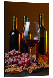 Aluminium print  red wine with grapes and vine leaves
