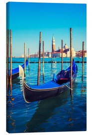 Canvas  Gondolas in lagoon of Venice on sunrise