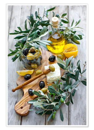 Premium poster Green and black olives with bottle of olive oil