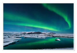 Premium poster  Northern lights dance over glacier lagoon - John Davis