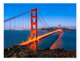Premium poster Night shot of the Golden Gate Bridge in San Francisco California, USA