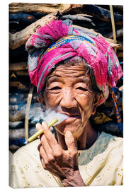 Canvas  Portrait of old woman smoking cigar, Myanmar, Asia - Matteo Colombo