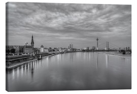 Canvas  Düsseldorf skyline in the evening in black and white - Michael Valjak