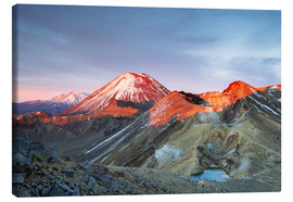 Matteo Colombo - First light on the volcano, Tongariro crossing, New Zealand