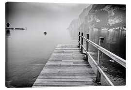 Canvas  Wooden bridge on Lake Garda in Italy