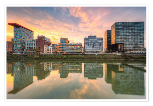 Premium poster Düsseldorf Reflection in the Media Harbor at sunset