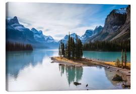 Canvas print  Famous Spirit Island on lake Maligne, Canada - Matteo Colombo