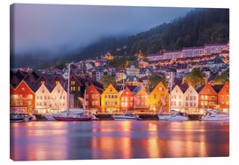 Canvas  Famous Bryggen street in Bergen, Norway