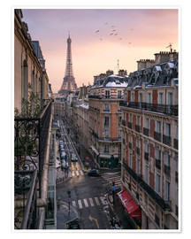 Premium poster  Street in Paris with Eiffel tower at sunset - Jan Christopher Becke
