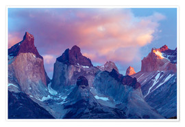 Premium poster  Torres del Paine at sunrise - Cathy & Gordon Illg